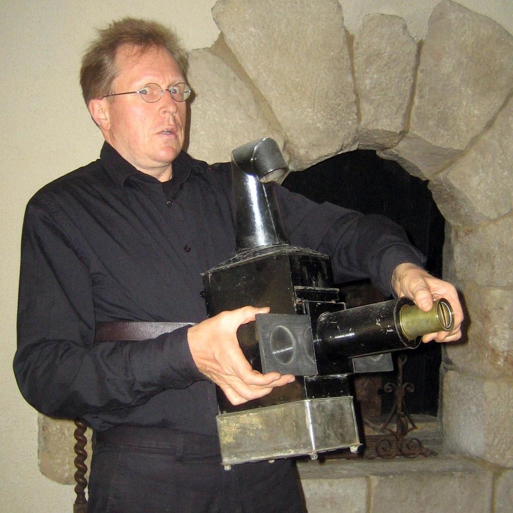 A rare belt-mounted variation of the magic lantern created by Philip Carpenter, 1823 (Erkki Huhtamo Collection)